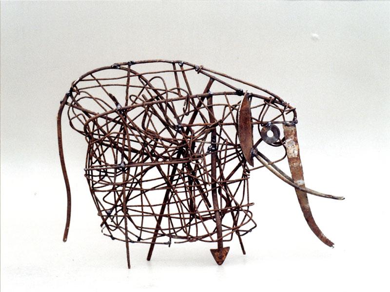 Elefant I 2016 Draht und Eisen 40 x 38 cm